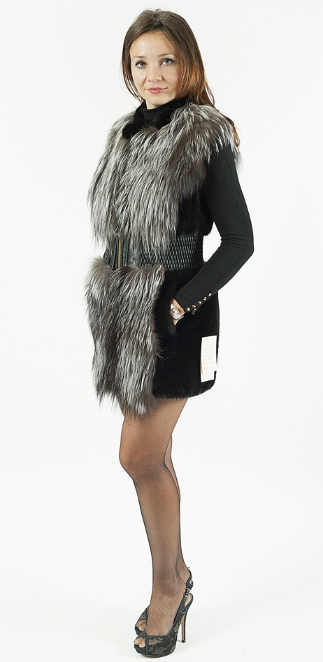 Жилет комбинированый из меха норки и чернобурой лисы. Цена 44 000 руб.